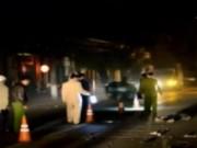 Video An ninh - Xe máy đấu đầu xe tải trong đêm, 1 người tử vong tại chỗ