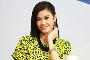 """Sao ngoại-sao nội - Trương Quỳnh Anh gượng cười xuất hiện giữa """"tâm bão"""""""