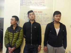 """An ninh Xã hội - Nhóm cướp tuổi """"teen"""" siết cổ tài xế taxi cướp tài sản"""