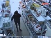 """Video An ninh - Quái chiêu """"cuỗm"""" đồ siêu thị của ba mẹ con đạo chích"""