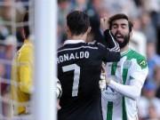 Bóng đá - Ronaldo bị thẻ đỏ: Người bênh vực, kẻ làm căng