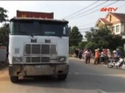 Video An ninh - Lọt vào gầm container, một phụ nữ tử vong tại chỗ