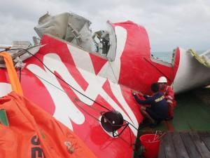 Nỗ lực trục vớt xác QZ8501 liên tiếp gặp thất bại