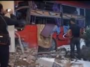 Camera hành trình - Xe giường nằm đâm vào nhà dân, 2 người nguy kịch
