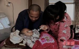 Bạn trẻ - Cuộc sống - Rớt nước mắt cảnh bố mẹ xin bác sĩ cho con trai được chết