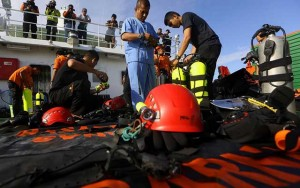 Indonesia bất ngờ đình chỉ việc trục vớt máy bay QZ8501