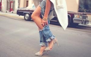 """5 cách mặc để quần jeans rách không quá """"bụi bặm"""""""