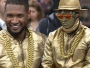 """Sao ngoại-sao nội - Ca sỹ da màu Usher biểu diễn """"cực chất"""" trên đường phố"""