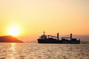 Tàu ngầm Kilo Hải Phòng đón bình minh trên vịnh Cam Ranh