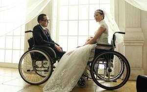 Tình yêu - Giới tính - Xúc động với bộ ảnh cưới của đôi vợ chồng liệt nửa người