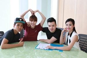 Ca nhạc - MTV - Đông Nhi miệt mài tập luyện sau sự cố âm thanh