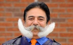 Phi thường - kỳ quặc - Người đàn ông dành 39 năm để nuôi một bộ ria