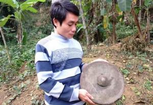 Tin tức trong ngày - Phát hiện chiêng đồng cổ trong hang đá ở Thanh Hóa