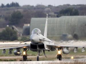 Tin tức trong ngày - Chiến đấu cơ Italia chặn máy bay tiếp liệu Nga tại Baltic