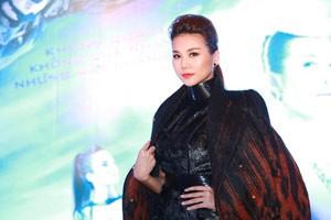 Phim - Thanh Hằng diện áo 200 triệu nổi bật giữa trời đông HN