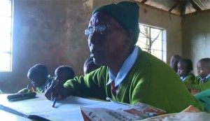 8X + 9X - Cụ bà 90 tuổi vẫn theo học cấp 1
