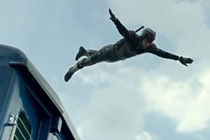 """Phê bình điện ảnh - Siêu Nhân X """"thổi làn gió khác lạ"""" cho phim Tết 2015"""