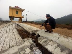 Tin tức Việt Nam - Kè đê sông Mã đang sạt lở nghiêm trọng