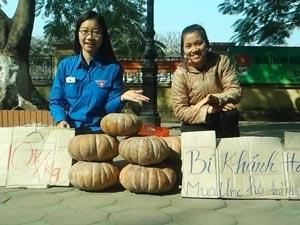 Sinh viên rủ nhau đi buôn gây quỹ từ thiện