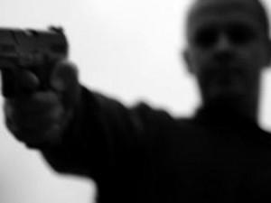 An ninh Xã hội - Móc súng hăm dọa rồi kéo nhau đi chém người