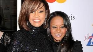 """Con gái Whitney Houston lận đận """"thoát bóng"""" của mẹ"""