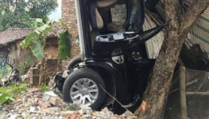 Tin tức Việt Nam - Bí thư Huyện ủy gây tai nạn làm 3 người chết