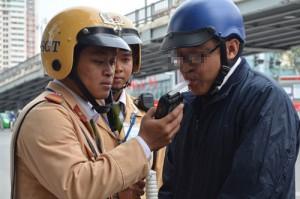 Tin tức Việt Nam - HN: Một tháng, phạt gần 700 tài xế vi phạm nồng độ cồn