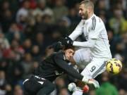 """Bóng đá Tây Ban Nha - Benzema tung """"kung-fu"""" hạ gục thủ môn Sevilla"""
