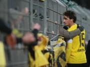 Bóng đá - CĐV nổi giận, SAO Dortmund trèo rào xin lỗi