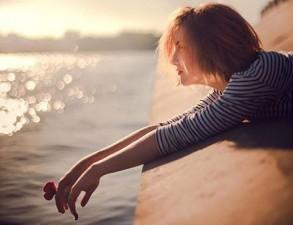 Bạn trẻ - Cuộc sống - Thơ tình: Hạnh phúc mong manh