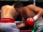 """Võ thuật - Quyền Anh - Boxing: Võ sĩ nằm sàn vì dính đòn đúng """"chỗ hiểm"""""""