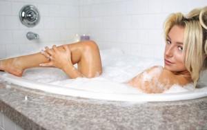 Tư vấn làm đẹp - 4 thói quen tắm rửa khiến bạn sớm tàn phai nhan sắc