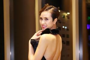Ngôi sao điện ảnh - Phương Mai khoe trọn lưng trần gợi cảm