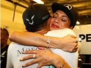 """Đua xe F1 - Sợ mất bồ """"già"""", Hamilton bay gấp về London"""