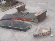 Tin tức trong ngày - Hà Nội: Ghế đá cổ hơn 100 năm bên Hồ Gươm vỡ tan tành