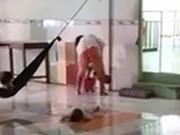 Giáo dục - du học - Bảo mẫu đánh dã man trẻ mồ côi