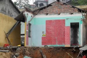 Tin tức trong ngày - Quảng Ninh: Thi công kè làm nhiều nhà dân bị sập, nứt