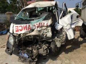 Tin tức trong ngày - Xe tải đối đầu xe cấp cứu, 7 người bị thương