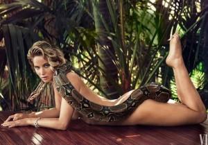 Jennifer Lawrence khỏa thân chụp hình với trăn