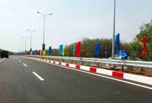 Tin tức trong ngày - Thông xe toàn tuyến cao tốc hiện đại bậc nhất Việt Nam