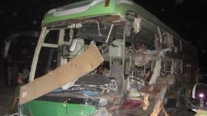 Tin tức trong ngày - Xe khách đối đầu, 10 người chết, 11 người bị thương