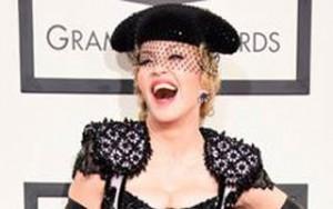 Ca nhạc - MTV - Madonna khoe trọn vòng 3 trên thảm đỏ Grammy