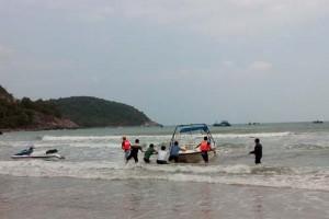 Tin tức Việt Nam - Cứu 2 người nước ngoài trôi dạt trên biển