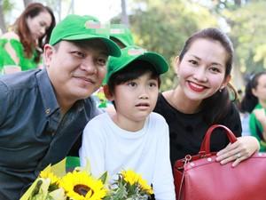 Kim Hiền khoe bụng bầu 3 tháng bên chồng con