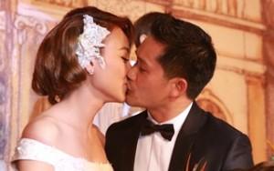 Ngôi sao điện ảnh - Ngân Khánh say đắm hôn chồng trong lễ cưới cổ điển