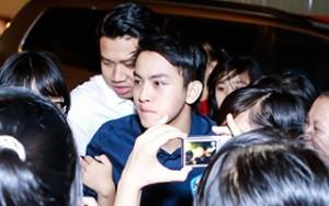 Phim - Clip: Hoài Lâm bỏ chạy khi bị fan vây kín