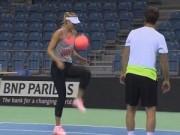 Tennis - Sharapova trổ tài tâng bóng kỹ thuật như cầu thủ