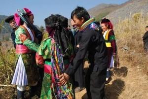 """Phi thường - kỳ quặc - Những phong tục Tết """"có một không hai"""" ở Việt Nam"""