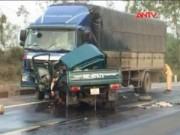 Video An ninh - Vượt ẩu, tài xế và phụ xe chết ngay trong cabin
