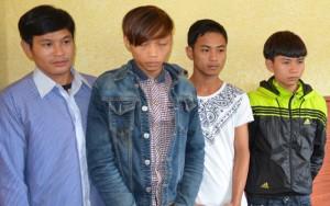 An ninh Xã hội - Không cho xóc bầu cua trước nhà, 3 cha con bị chém
